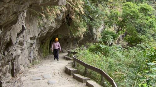 「砂卡礑步道」是當年為了開發立霧溪的水力發電以及維修水壩和水路而興建