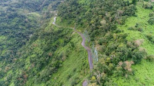 和平溪流域碧海電廠的山區道路