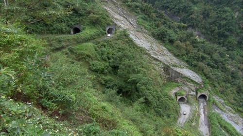 和平溪流域碧海電廠的山區道路首創的迴頭彎設計