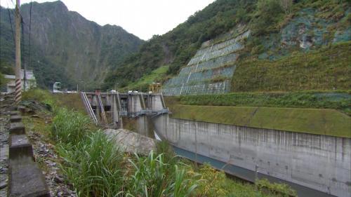 和平溪流域南溪壩及壩旁的山邊坡保護工程