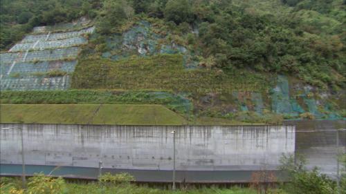 和平溪流域南溪壩旁的山邊坡保護工程