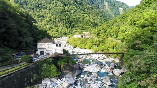 木瓜溪支流清水溪畔清水電廠廠房及宿舍區俯瞰