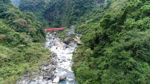 木瓜溪流域水簾電廠頭水隧道之鋼結構過水路橋