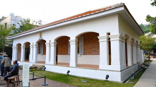 高雄港:英國打狗領事館建於1879年英式建築位於臺灣高雄港口北岸的哨船頭碼頭邊,是當時政府於打狗掌理領事業務工作的重要據點