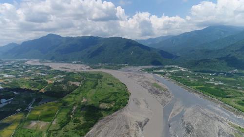 高屏溪流域上游荖濃溪與濁口溪匯流處