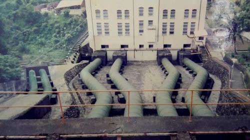 1918年(大正7年)開始正式商轉供電,命名為「土壟灣發電所」,是日治時期高雄港建港時主要的電力供應來源之一,二次大戰後台電接收改名為土壟灣發電廠,屬低落差川流式電廠。