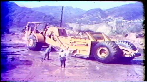 榮工處承建曾文水庫工程所用之重機械