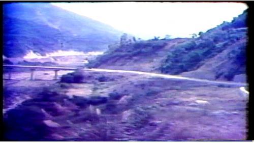 曾文水庫施工道路從楠西通達壩址全長13公里,包括橋樑4座、箱涵58座,需配合導水隧道的開工先予完成。