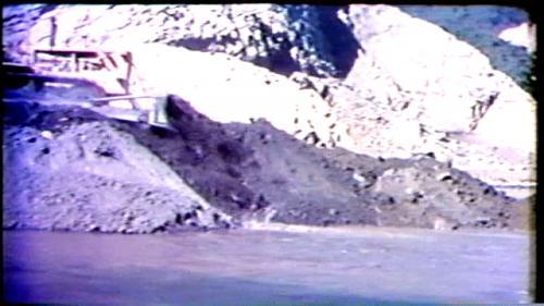 民國58年11月13日,曾文水庫工程先期的擋水堤合攏,曾文溪的水流由導流槽開始進入隧道。