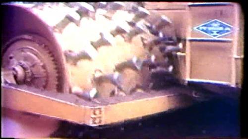 榮工處為了承辦曾文水庫工程,引進了當時台灣從未見過的大型機械,例如35噸傾卸車和自動雙輪羊角滾壓密機等等。