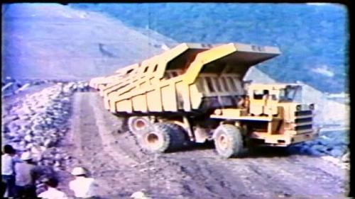 民國59年10月31日曾文水庫大壩奠基後開始填土,至民國62年3月封頂。