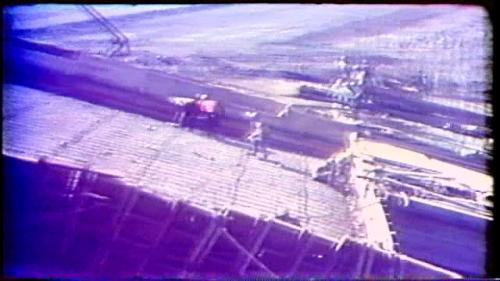 溢洪道的混凝土澆置,從60年6月由護斗段開始,到62年6月全部澆置完成,澆置的順序是分塊分層進行,並且分為護斗、洩槽、溢流堰、二座橋墩及橋檯。