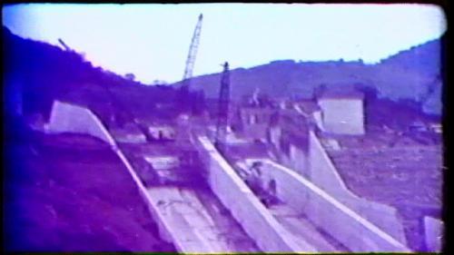 榮工處承建曾文水庫之溢洪道錨座施工鋼骨結構吊掛