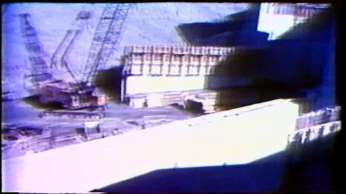 榮工處承建曾文水庫之溢洪道結構混凝土使用鋼模組立作業