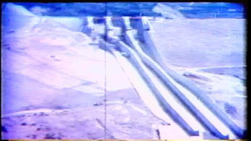 從60年6月由護斗段開始,分塊分層進行為護斗、洩槽溢流堰、二座橋墩及橋檯等,到62年6月全部澆置完成。
