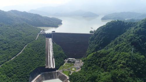 曾文水庫溢洪道、消能池及曾文電廠俯瞰