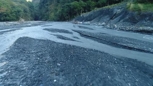 濁水溪是台灣最長的溪流,長186.6公里,流域面積廣達3156.9平方公里,因其溪水夾帶大量泥沙,長年混濁,因而得名「濁水溪」。