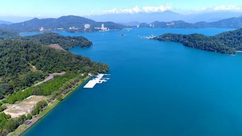 日月潭位於南投縣魚池鄉日月村,是個半天然淡水湖兼水力發電用水庫。