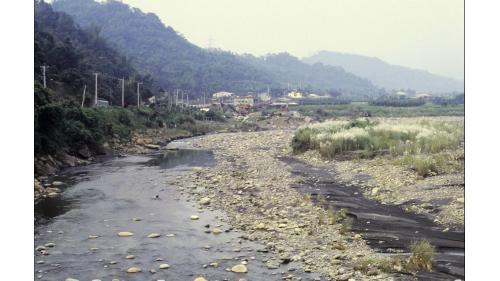 濁水溪在南投縣集集鎮段集集攔河堰興建前景像