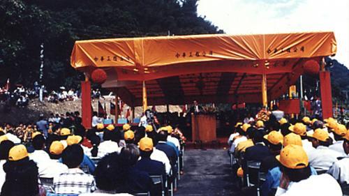 集集攔河堰1991年10月開工(北岸聯絡渠先動工),2001年12月完工試運轉。