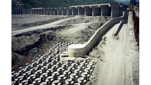 濁水溪集集大橋橋墩與集集攔河堰堰墎結合施工舊照