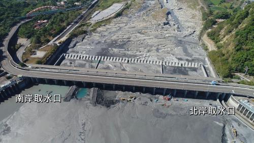 集集攔河堰1991年10月開工(北岸聯絡渠先動工),2001年12月完工試運轉。位於濁水溪之集集鎮林尾隘口,攔截濁水溪水,以供彰化、雲林地區農業、生活及工業用水,是目前台灣最大的攔河堰及取水量最大的水庫。