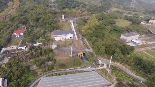 北聯絡渠在南投名間鄉之渠道段因為水頭落差大,還能提供名間水力電廠發電。