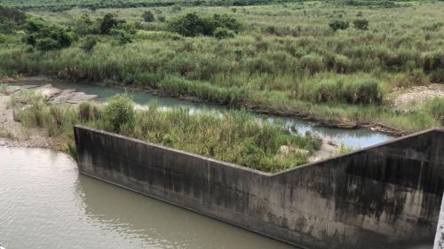 排砂道位於堰左端,由閘門控制,斗六堰共設有3道排砂道。