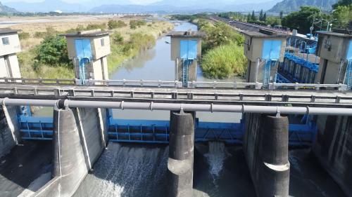濁水溪集集攔河堰林內分水工水源之一的濁幹線林內二號進水口柵門