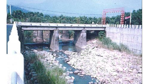 濁水溪集集攔河堰周邊圍堤在集集橋處完工時舊照