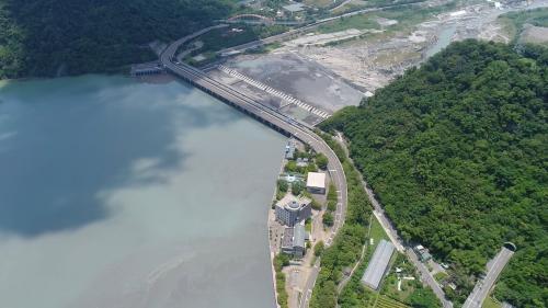 濁水溪集集攔河堰與集集攔河堰管理中心俯瞰