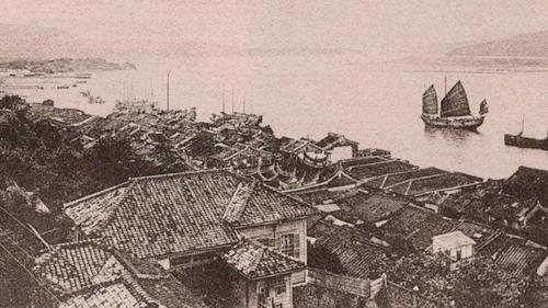 台北港興建之前北台灣的兩大對外港口之一的淡水(滬尾)港海關碼頭舊照