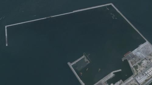 台北港第二期工程第一個5年計畫之興建延伸北碼頭區防坡堤工程於2001年完成