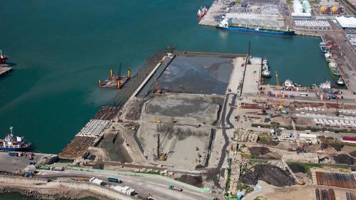 台北港第二散雜貨中心工程新生地填築( 2011年)