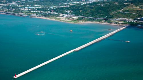 台北港第二期工程第三個五年計畫『1550公尺南外堤』完工(2011年)