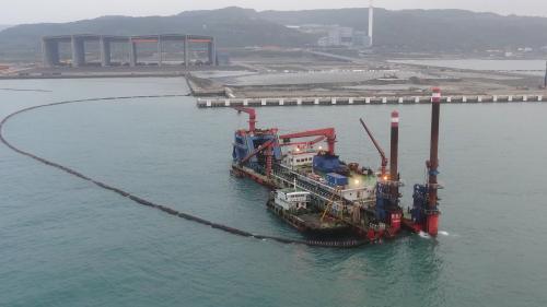 台北港多功能多用途開發地抽砂造地進行中