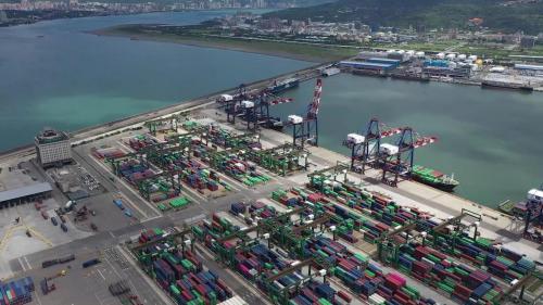 台北港北區貨櫃碼頭及對面的東一東二碼頭俯瞰