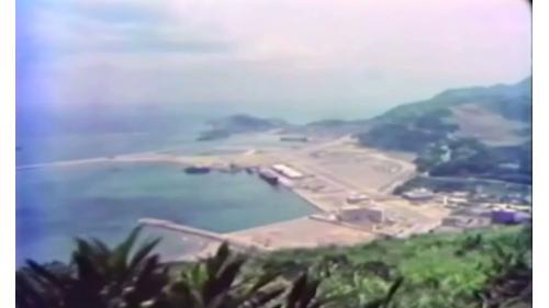 早在1972年榮工就在蘇澳承 辦龍淵軍港工程, 著有績效。1974年春繼續負起闢建蘇澳港商港第1期工程重任,歷經4年多於1978年12月底竣工,比預定工期提前半年。