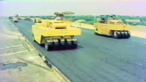 1971年8月14日開工,原預定在1978年12月完工,實際提前於同年8月完工。北起基隆,南迄鳳山,全長374.3公里,榮工處完成的路段近170公里,約佔45.94%。