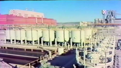 59年11月動工,66年5月竣工,於68年7月運轉,正式發電。核一廠裝置兩部核能發電機,各為63萬6,000瓩 發電量。