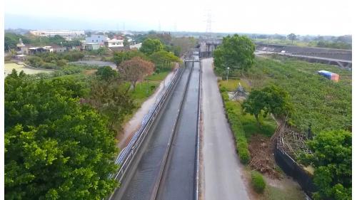 莿仔埤圳是台灣第一條官設水圳,從彰化溪州鄉取濁水溪水灌溉整個彰化西南地區,幹線39公里,支線211公里,分線148公里,沿線灌溉18,850公頃的農田。