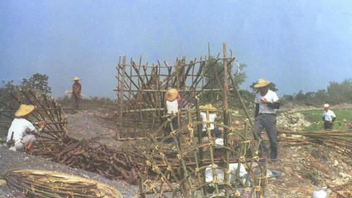 八堡圳早期攔水器具石笱(籠仔窩)攔水堰施作歷史照片