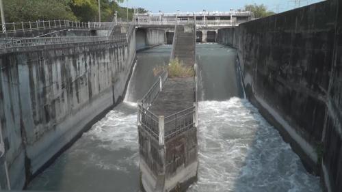 有9座閘門,八堡圳分水門有2門,聯絡渠道直水門有4門,放水門有3門。