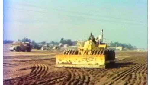 榮工弟兄以重機械來輔助建造中山南北高速公路工程