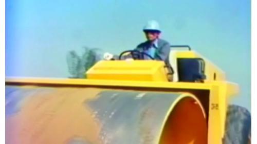 榮工處以震動壓路滾來輔助建造中山南北高速公路