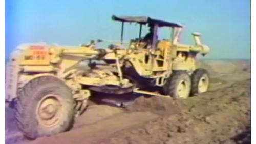 榮工處建造中山南北高速公路以膠輪壓路機來壓實泥土