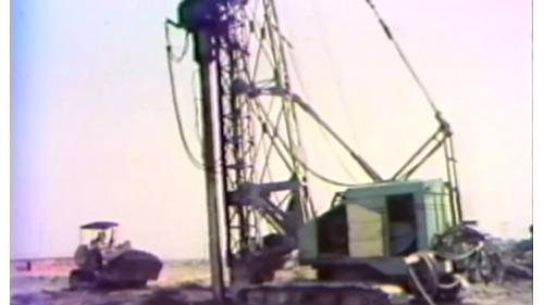 榮工處建造中山南北高速公路以打設沙樁加速壓密地層