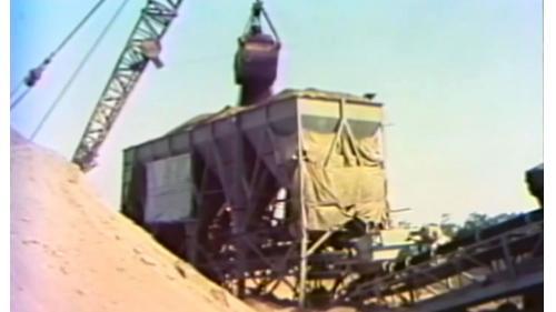 當時設立了15座以上每小時可拌合120噸瀝青混凝土