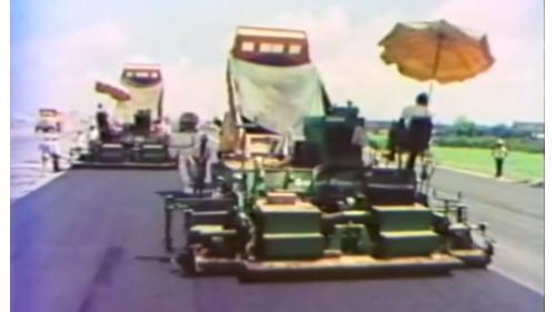 榮工處承辦之中山南北高速公路工程使用重機械鋪設瀝青