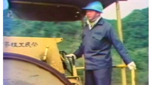 榮工處承辦之中山南北高速公路工程使用壓路機壓實瀝青混擬土